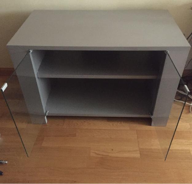 Mueble de tv color gris. semi nuevo