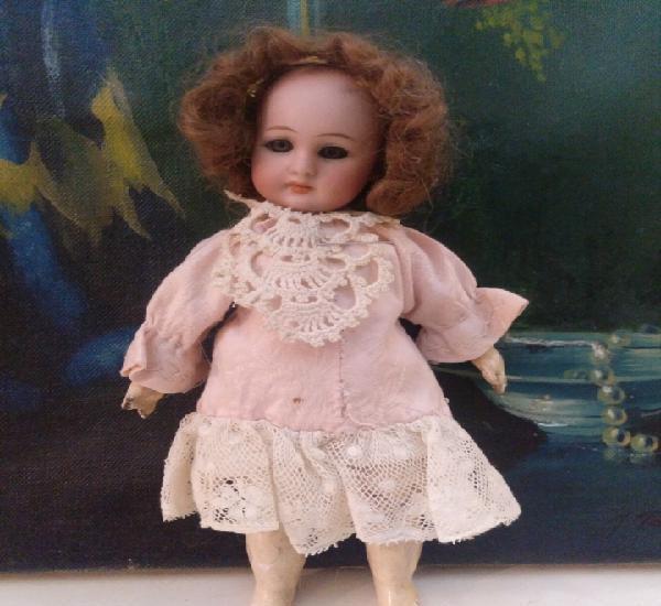 Pequeña muñeca simon halbig