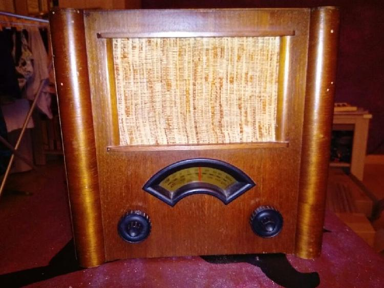 Radio antigua imitacion en madera. am/fm fabricada