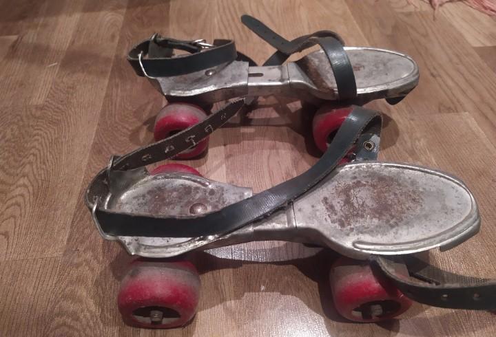 Antiguos patines con ruedas de madera - sancheski irun
