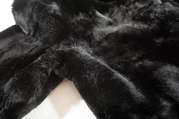 Abrigo de pieles naturales. auténtico