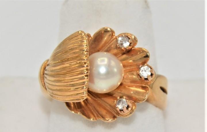 Antigua sortija en oro 18k con perla forma choncha de mar
