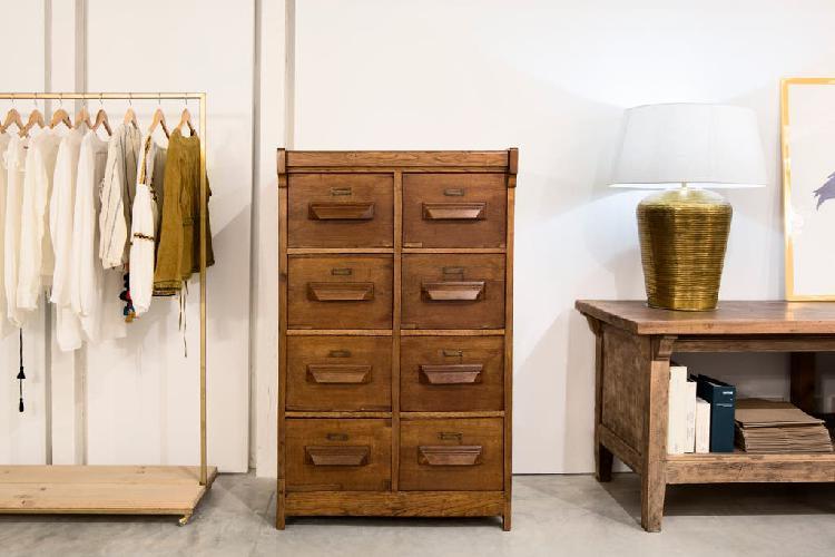 Archivador madera maciza antiguo. urge vender.
