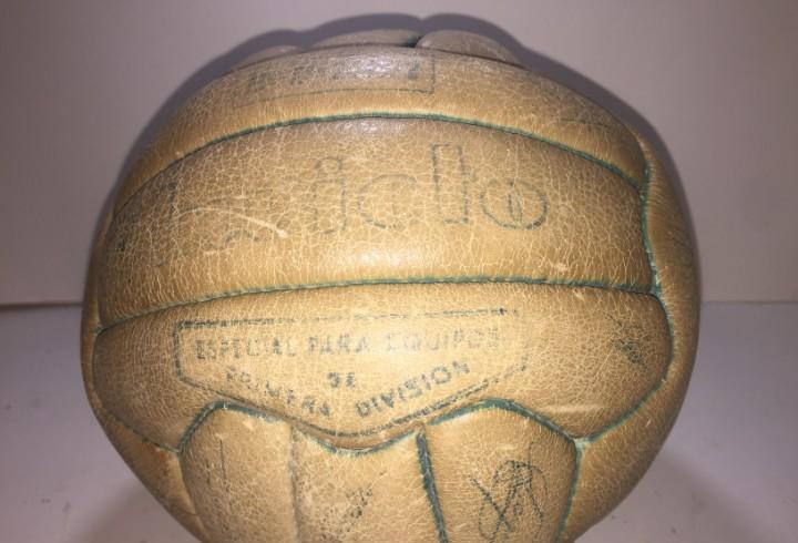 Balon invicto match worn firmado por la plantilla real