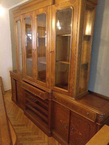 Comedor, vitrina, aparador, mesa, sillas