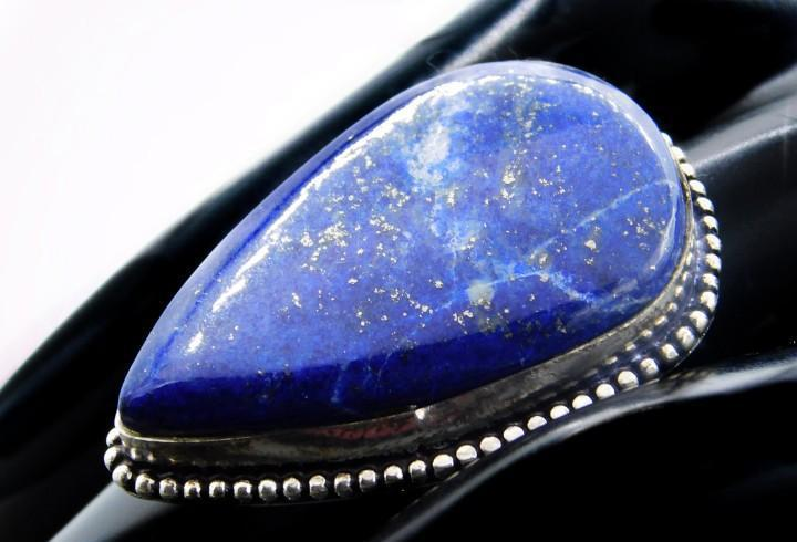 Enorme anillo con gran lapislazuli natural de 3,9 x 2,8 cm -