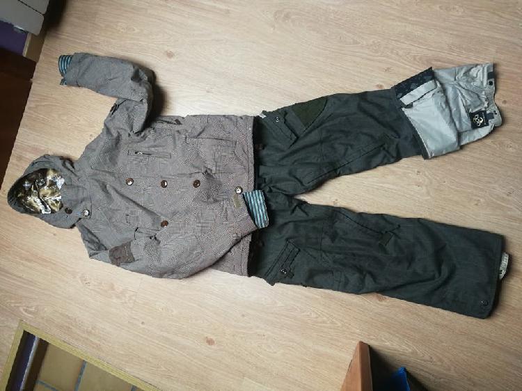Equipo de snowboard chaqueta burton pantalón 686