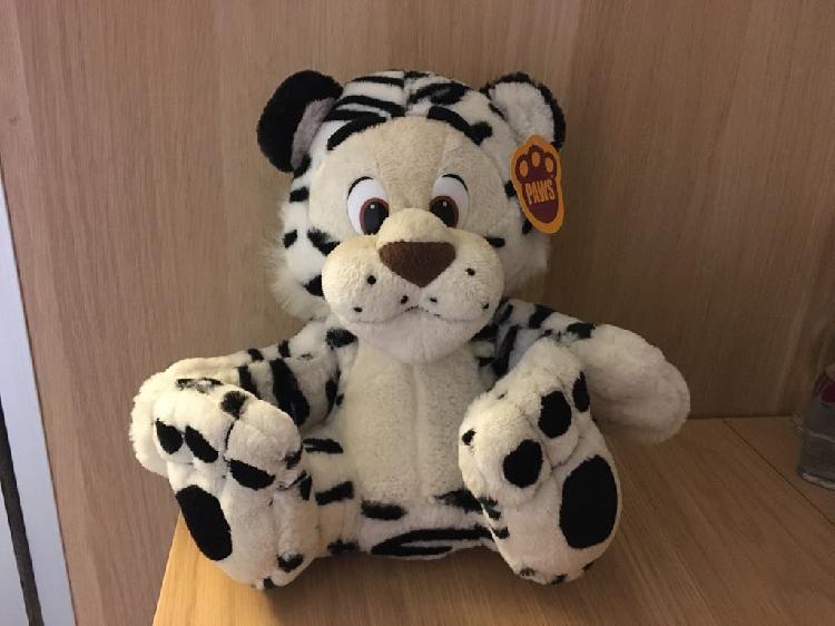 Tigre de peluche nuevo
