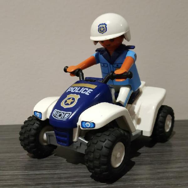 Policía con quad de playmobil