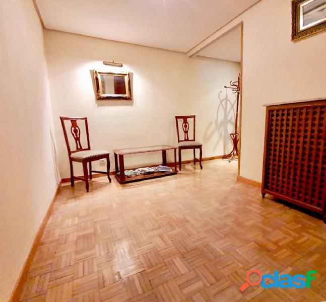 Venta de piso en calle san isidro con vistas a calle trinidad, 4 dormitorios, 2 baños, ascensor