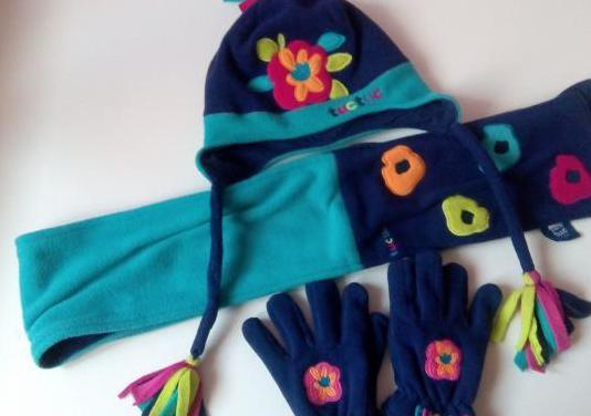 Conjunto gorro, bufanda y guantes de tuctuc