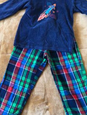 Pijamas niño. talla 98/104 cm.