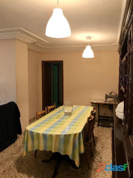 Se alquila 1 Habitación DOBLE con 2 camas individuales 1