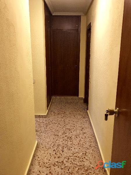 Se alquila 1 Habitación DOBLE con 2 camas individuales 3