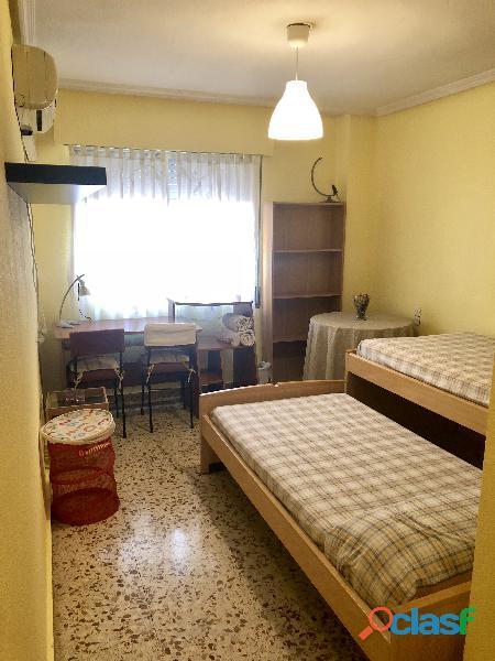 Se alquila 1 Habitación DOBLE con 2 camas individuales 6