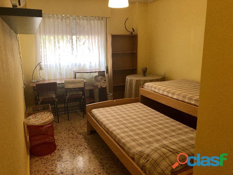 Se alquila 1 Habitación DOBLE con 2 camas individuales 7