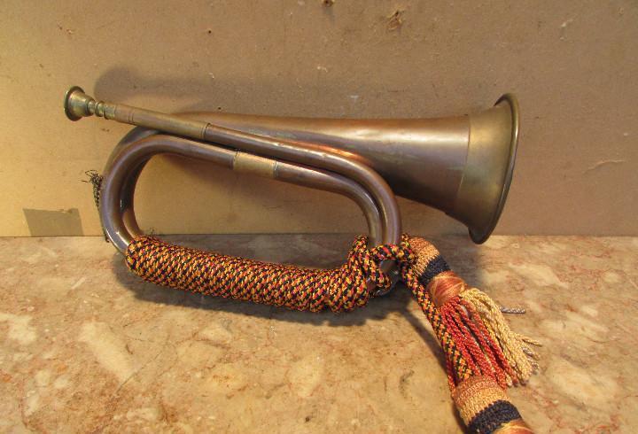 Antiguo cornetín militar del ejército antiguo. cobre.