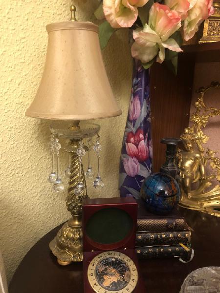 Bonita lámpara de bronce antigua