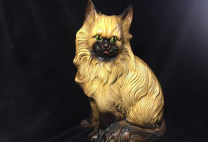 Interesante gato antiguo de loza