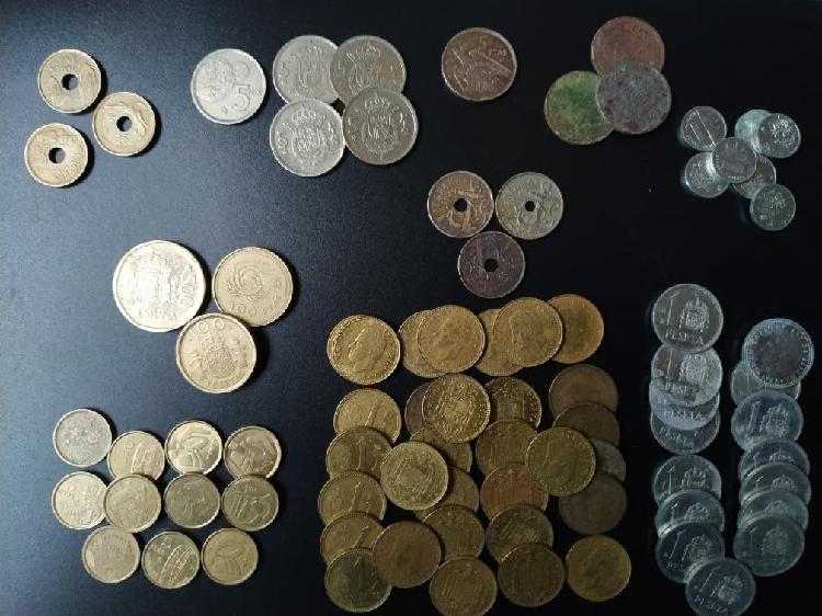 Lote de 84 monedas de pesetas, centimos, duros...