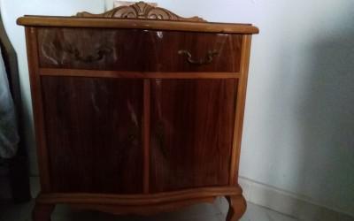 Mesillas dormitorio clasicas