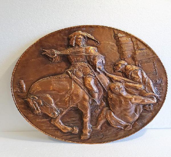 Plato de cobre repujado y sellado 76 cm