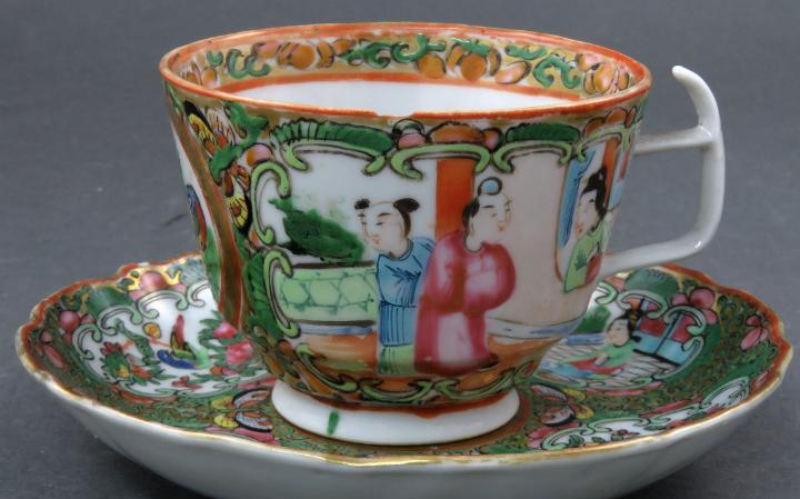 Taza de te en porcelana pintada de cantón siglo xix
