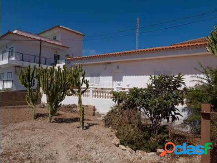Chalet independiente en arona casco