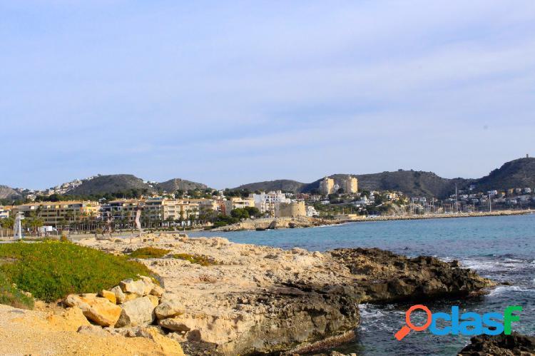 Bonito restaurante con vistas panorámicas al mar en moraira