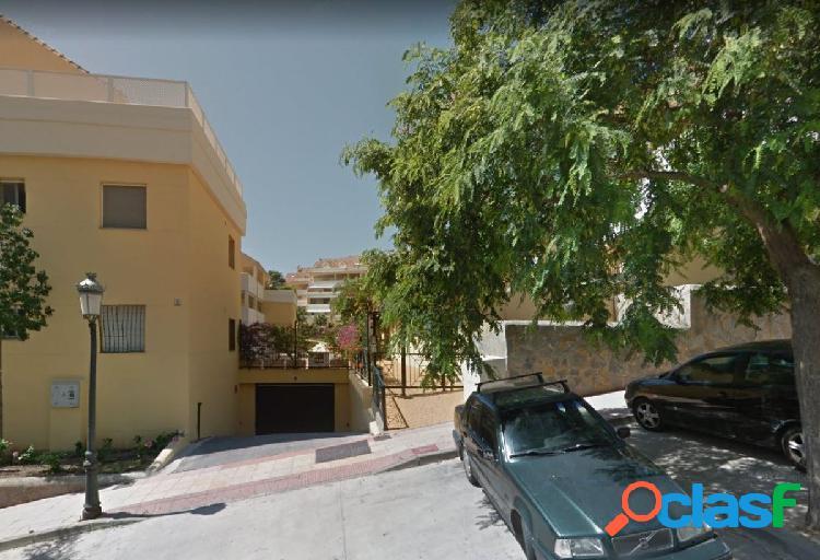 Local comercial de 104 m2 procedente de banco, próximo a plaza de toros de estepona.