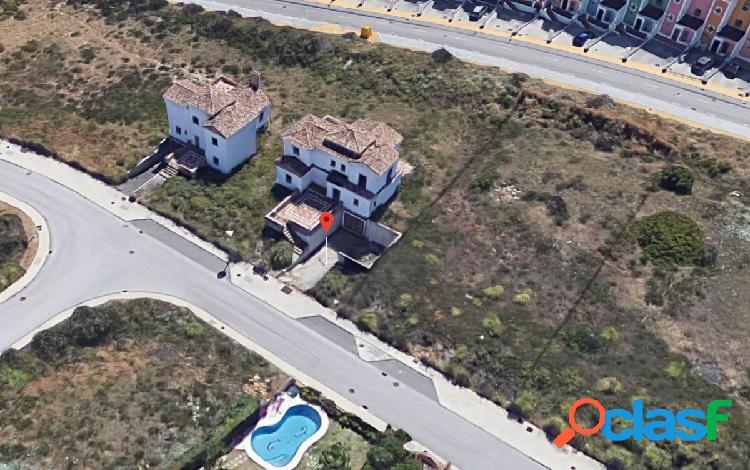 Parcela procedente de banco en urbanización majestic hills, en casares. superficie de 960 m2.