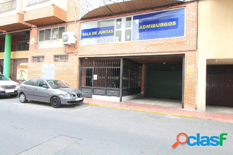 Plaza de aparcamiento en avenida habaneras, torrevieja