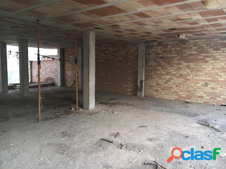 Bloque de pisos en muy buena zona residencial. se compone de bajos + dos pisos y torreta !!!!