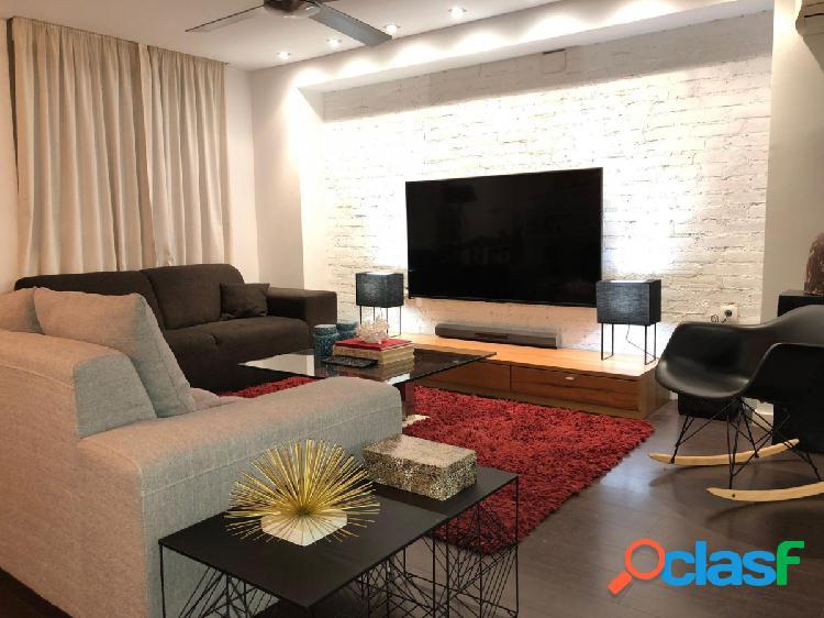 Apartamento reformado con salon de 60 m2, 2 dormitorios, vestidor y garaje para dos coches incluido