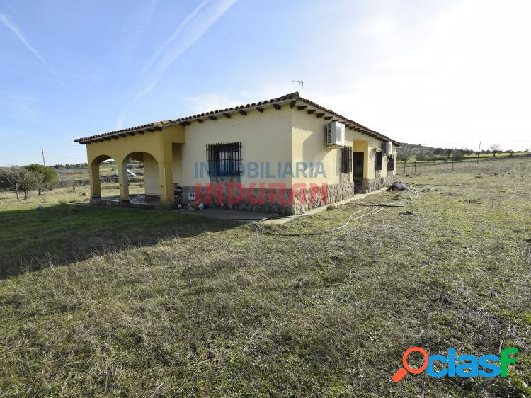 Finca de 15.000 m2 con vivienda de 180 m2 con 4 dormitorios situada en el gordo (cáceres)