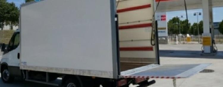 Camión con chofer portes, mudanzas etc..