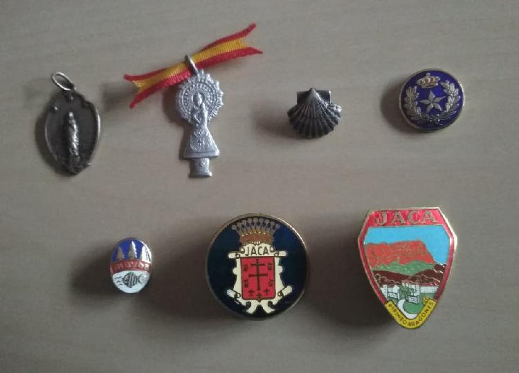 Lote 8 medallas e insignias militares, religiosas