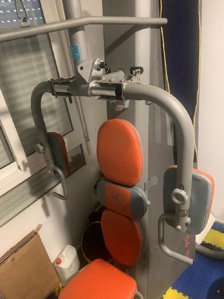Lote máquinas musculación mancuernas suelo gym