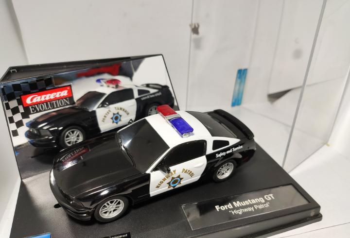 Carrera evolution ford mustang gt highway patrol ref. 27155