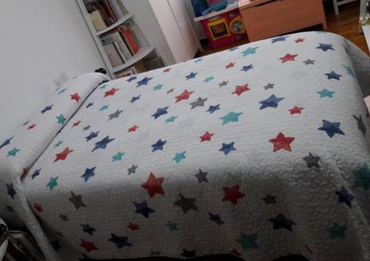 Cama de 105 cm con ropa de cama