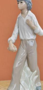 Chico de porcelana en estado ideal