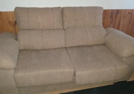 Dos sofas de tres y dos plazas