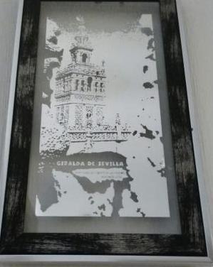Grabado en espejo. giralda desde la catedral