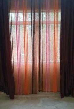Lámpara, cortina y estores - salón