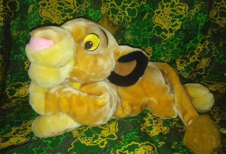 Precioso y gran peluche simba,del rey león,de disney