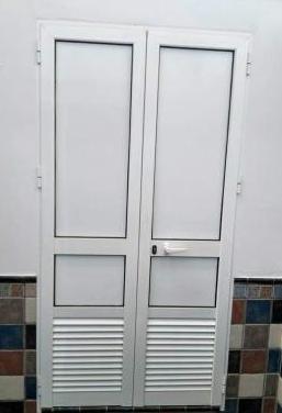 Puerta de aluminio doble hoja laminada 2,10x1,10cm