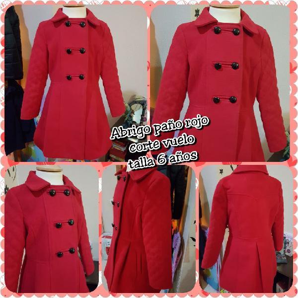 Abrigo de paño rojo con vuelo. talla 6 años