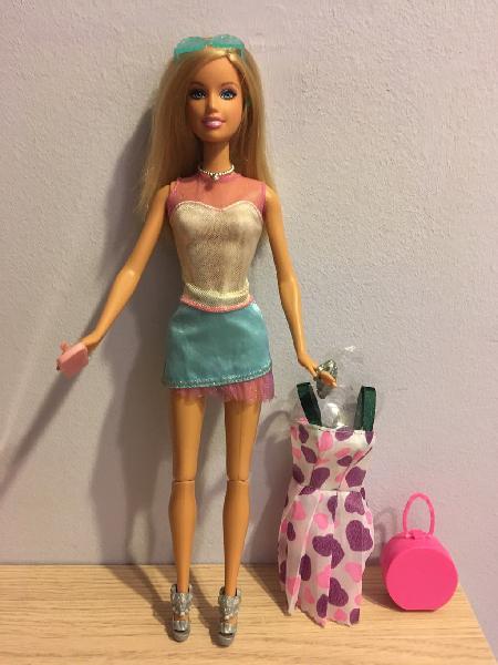 Barbie con accesorios 2005