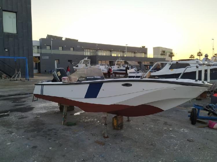 Barco lancha fueraborda