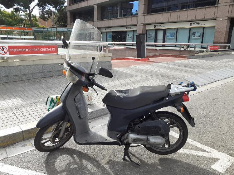 Honda scoopy sh 100